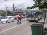 市内を走るバス